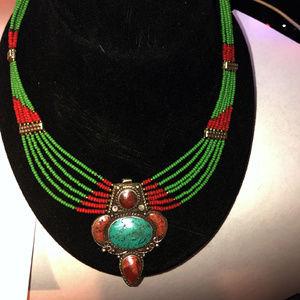 Jewelry - PRETTY BEADED NECKLACE